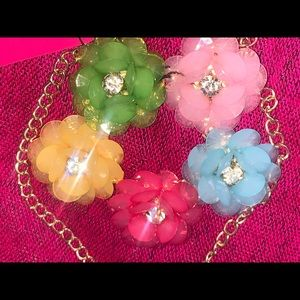 Betsy Johnson resin crystal flower 🌸 necklace